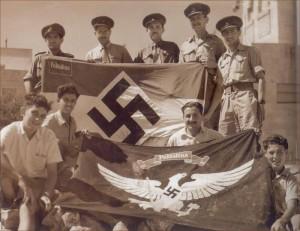 Drapeaux des sections de Jeunesses Hitlériennes de Palestine saisis au consulat allemand pendant la Seconde Guerre Mondiale. La mention Palästine est parfaitement visible sur les deux.