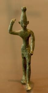 Figurine en bronze de Baal datant d'entre le 12ème et 14ème siècle av JC, retrouvé à Ras Shamra, au Liban. Exposée au Musée du Louvre.